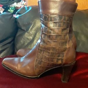 Brown heeled boots, size 7